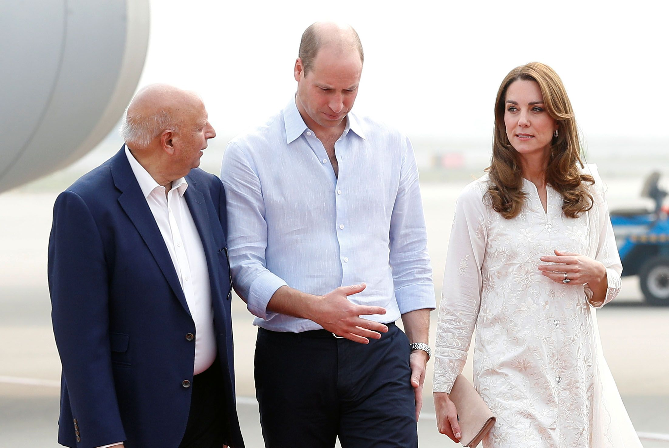 Kate Middleton Wears a White Shalwar Kameez by Gul Ahmed on Arrival in Lahore