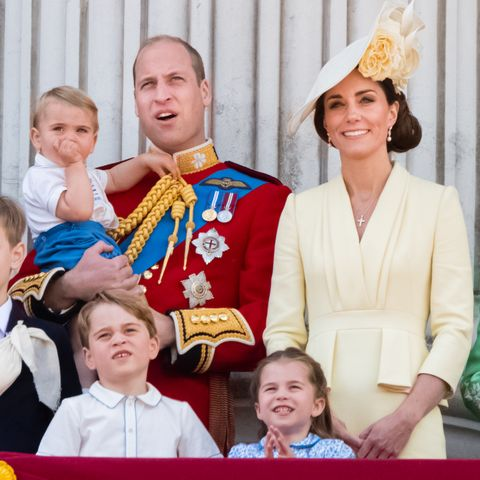 Prince William, fly,plane, children, heir, royal protocol