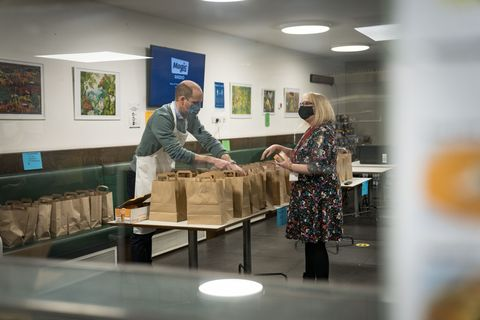 prince william volunteers at homeless shelter for charity the passage