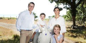 Victoria de Suecia con su marido y sus hijos