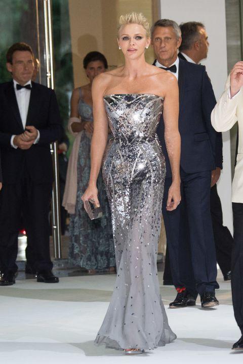 優雅度不輸凱特王妃!dior設計繆思、買下valentino的10位時髦皇室成員盤點 69th monaco red cross ball gala