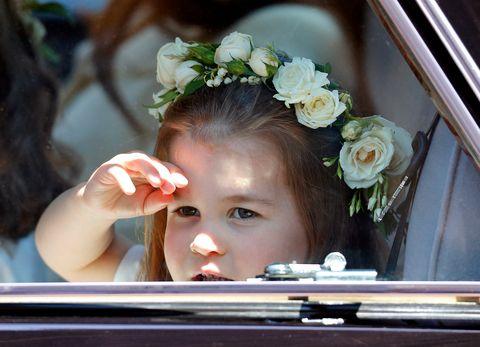 prinses charlotte tijdens bruiloft meghan en harry