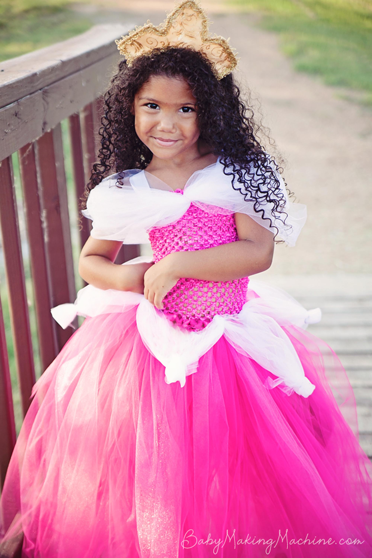 princess costumes diy sleeping beauty  sc 1 st  Country Living Magazine & 20 DIY Disney Princess Costumes - Homemade Princess Dresses for Kids