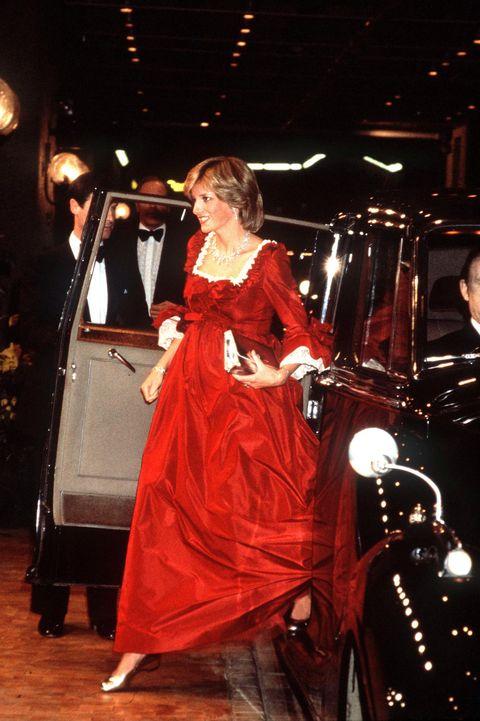 princess diana s 50 best dresses royal family fashion princess diana s 50 best dresses