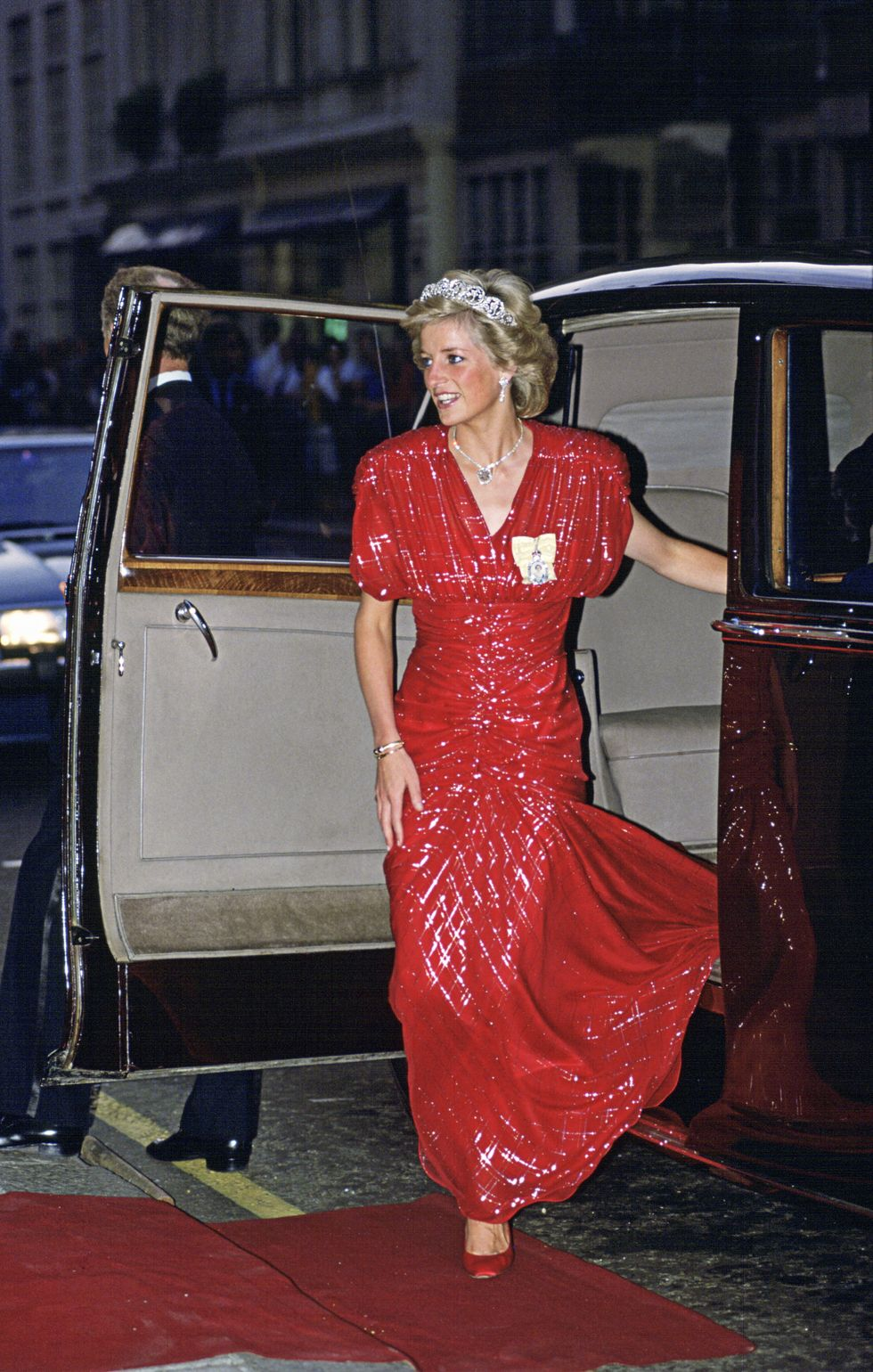 Diana Wearing the Cufff on July 20, 1989 in London, England Diana wore it quite often for daytime events and even some galas.