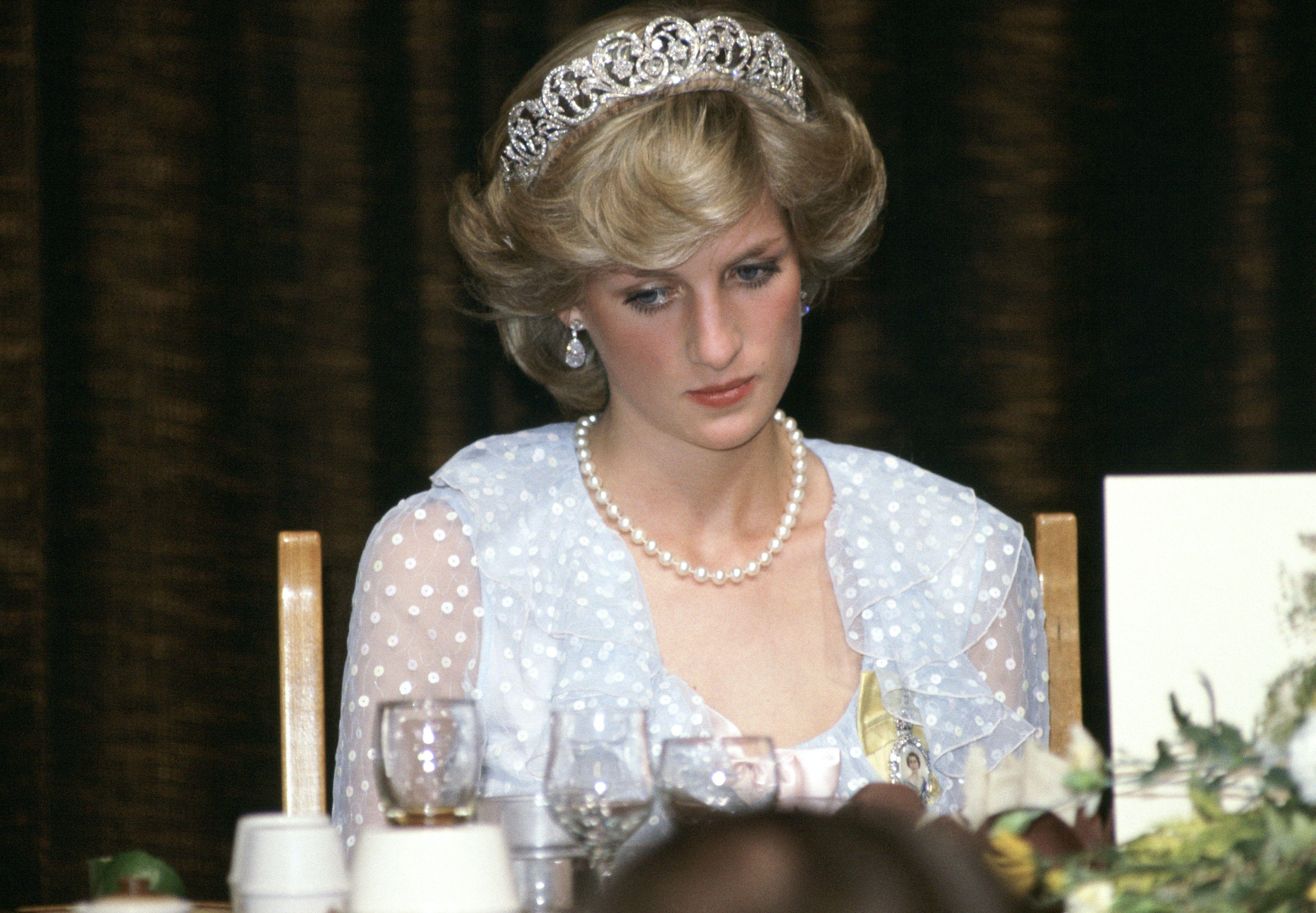 25 Photos Of Princess Diana In Tiaras Princess Diana S Tiara Style