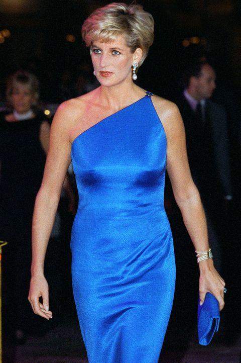 25 Ways Princess Diana Broke Protocol As A Royal