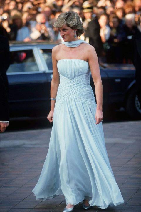Shoulder, Dress, Joint, Outerwear, Formal wear, Style, Gown, Street fashion, One-piece garment, Fashion,