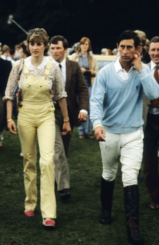 fa935bdb1c8b Princess Diana Fashion Photos — Princess Diana Best Outfits
