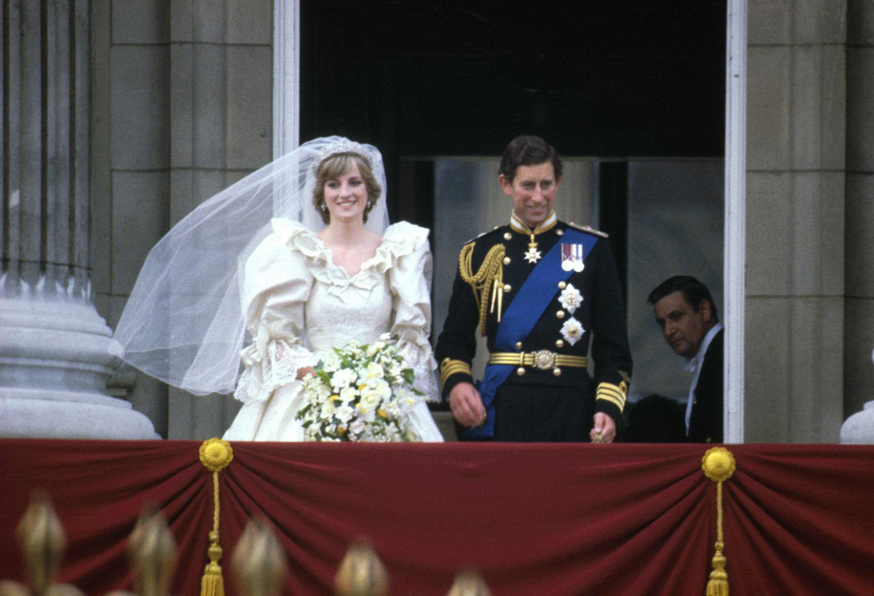 Princess Diana\'s Wedding Dress - Every Detail of Princess Diana\'s ...