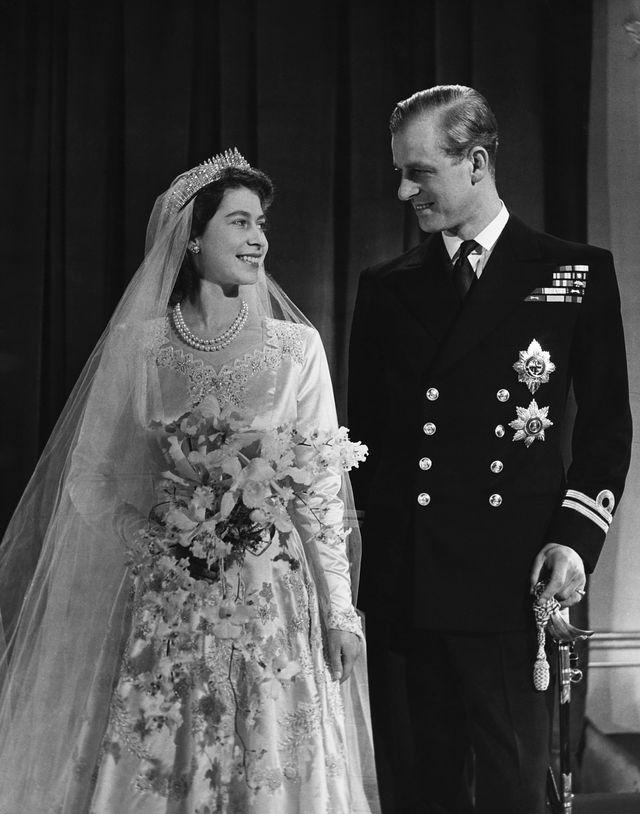 エリザベス女王とフィリップ殿下の結婚写真