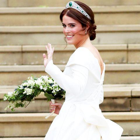 Eugenie Wedding Dress.Princess Eugenie S Wedding Dress Photos Designer Tiara And More