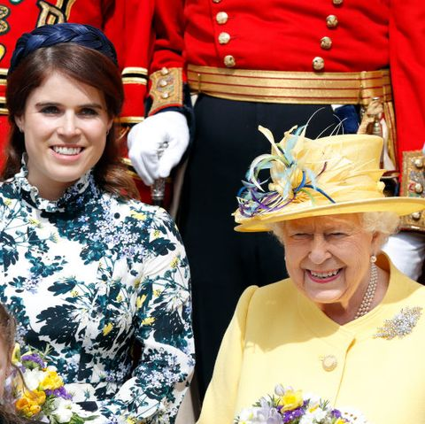 princess-eugenie-queen-elizabeth-god-save-the-queen-doorbell-1570705986.jpg