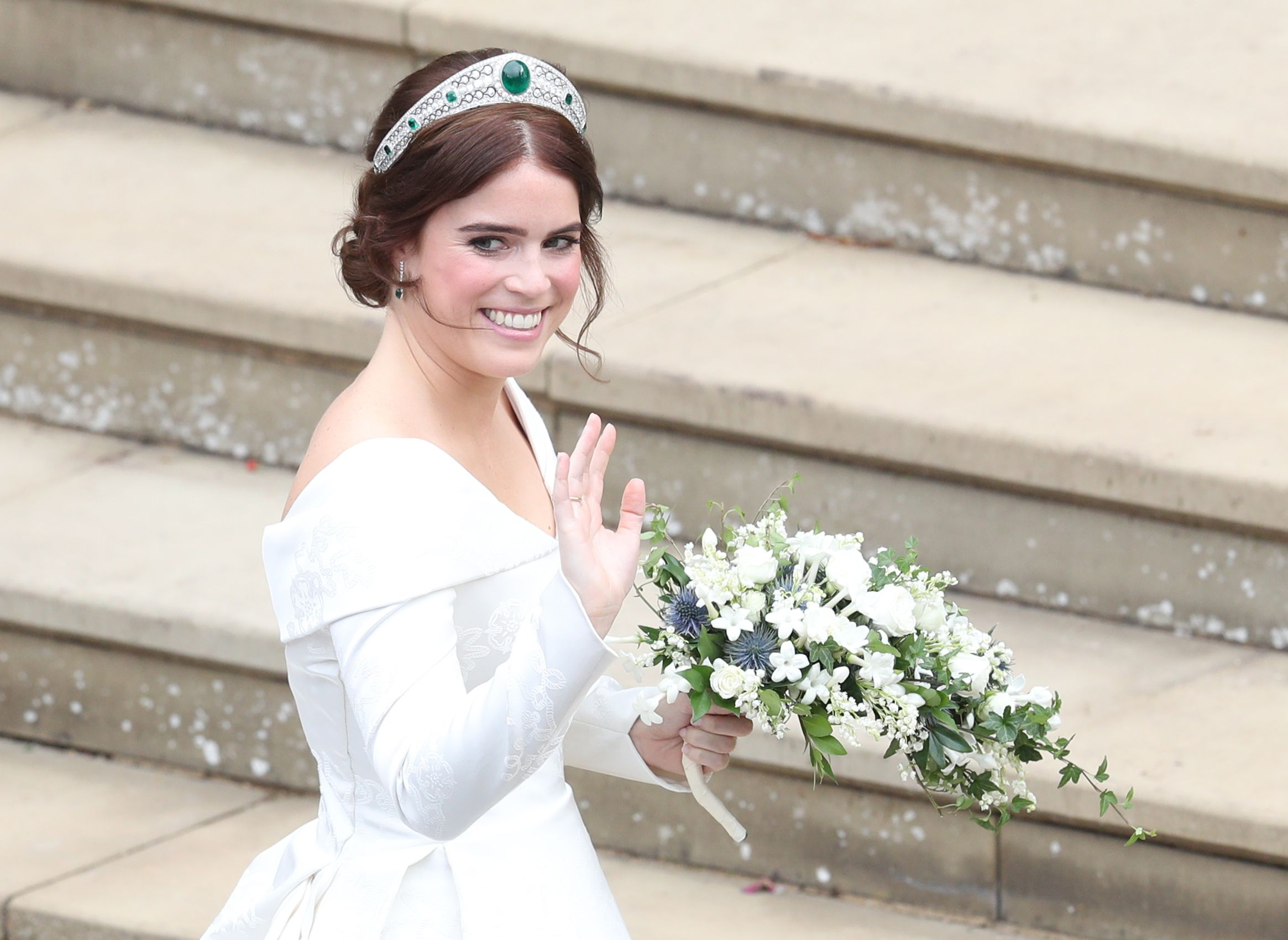 Royal Fans Love How Princess Eugenie S Low Back Wedding Dress Shows Off Her Scoliosis Scar