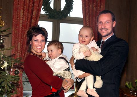 Norwegian Royal Family Poses For Christmas Portraits