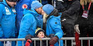 Daniel de Suecia, Haakon de Noruega, Mette-Marit de Noruega, Príncipe Óscar, princesa Estela, princesa Victoria, Haakon y Mette-Marit de Noruega derrochan amor en los deportes de invierno, Haakon y Mette-Marit de Noruega, pasión en los deportes de invierno, Haakon y Mette-Marit de Noruega se divierten con los herederos al trono sueco