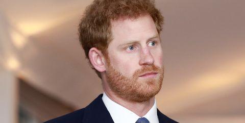 El príncipe Harry evita usar su título real en público.