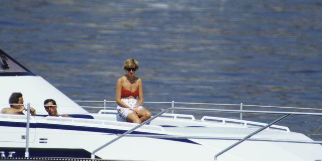 prinses diana op een yacht tijdens vakantie