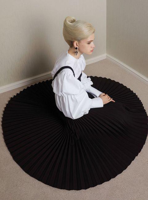 Sitting, Furniture, Costume, Flooring, Table,