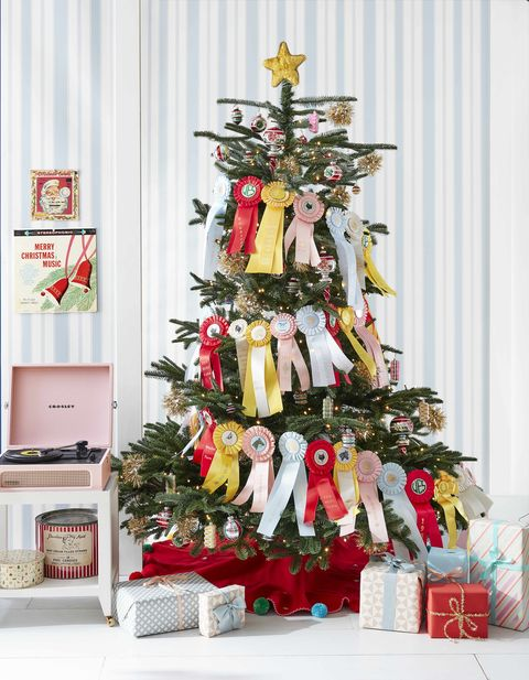 prize ribbon garland christmas tree