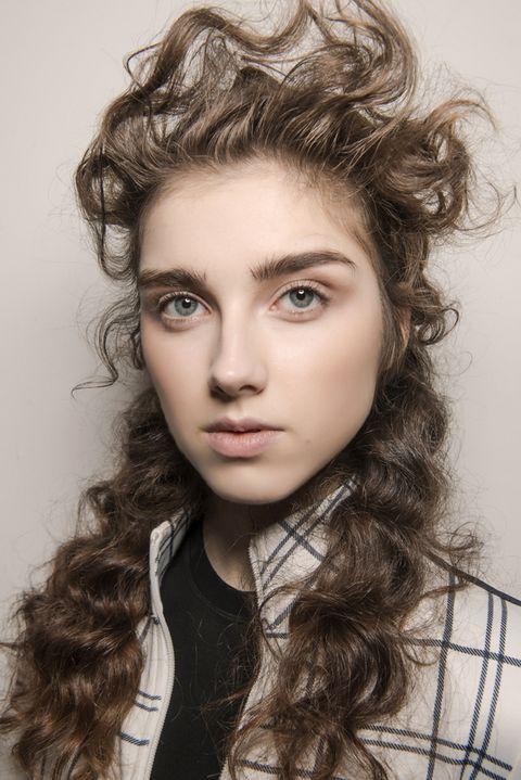 courtesy of Imaxtree. La fase più delicata per i capelli ricci ... 7f159ec791a9