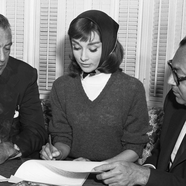 Audrey Hepburn an Gary Cooper Signing Contract