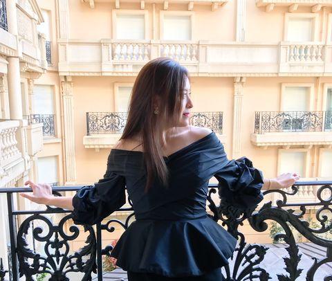 Black, Shoulder, Clothing, Dress, Fashion, Street fashion, Beauty, Hairstyle, Little black dress, Joint,