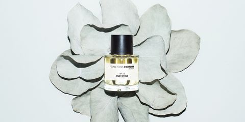 White, Perfume, Product, Cosmetics, Plant, Iris, Petal, Liquid, Flower,