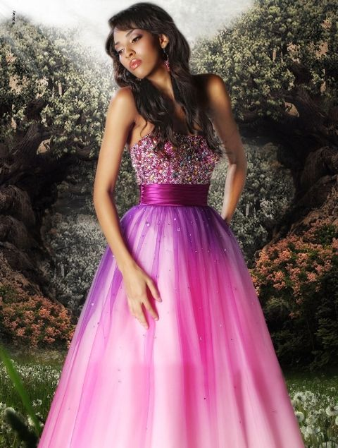 A Disney prom dress collection exists