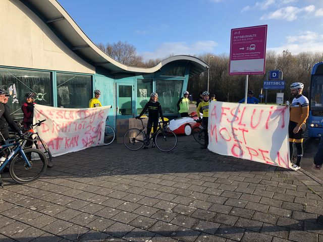 bicycling houdt protestactie tegen afsluiting afsluitdijk