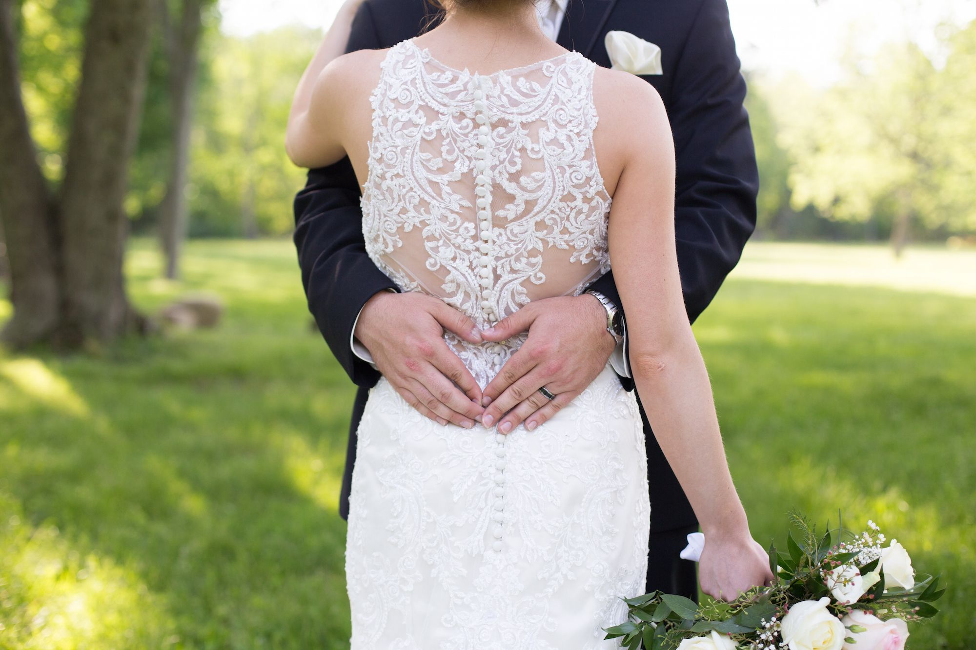 10 Things Your Wedding Photographer Wants You to Stop Doing