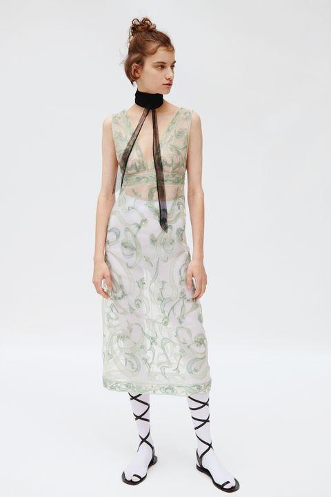 Sleeve, Shoulder, Dress, Joint, Standing, One-piece garment, Style, Waist, Pattern, Day dress,