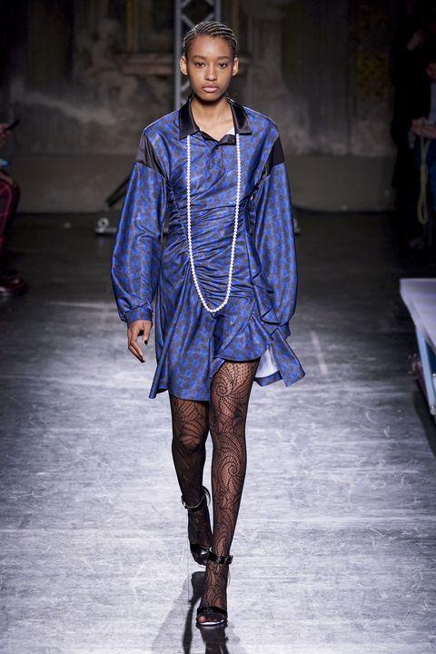 Fashion model, Fashion show, Fashion, Runway, Clothing, Blue, Street fashion, Electric blue, Outerwear, Human,