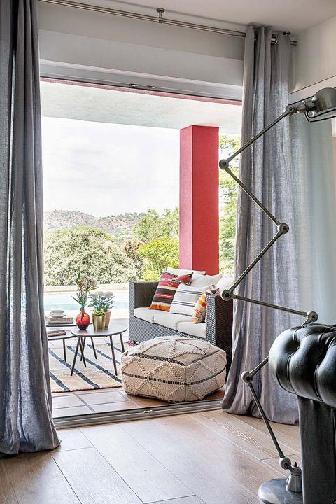 Vivienda en Las Rozas: Salón con porche