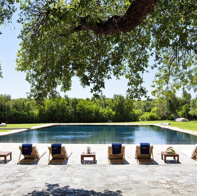 Swimming pool, Water, Reflecting pool, Property, Leisure, Tree, Estate, Architecture, Grass, House,
