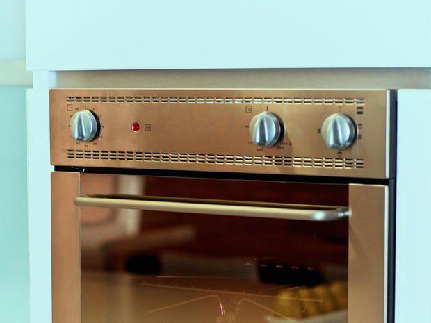 pulire il forno elettrico e a microonde con bicarbonato e aceto