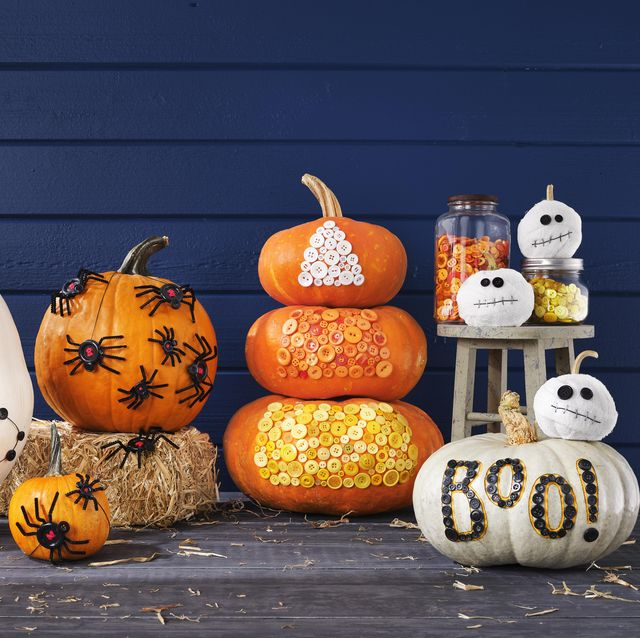 "diy halloween pumpkins button witch hat, button spiders, button candy corn, button ""boo"", mummy pumpkins with button eyes"