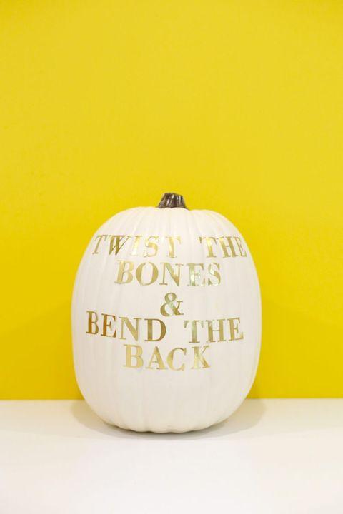 pumpkin decorating ideas hocus pocus quote