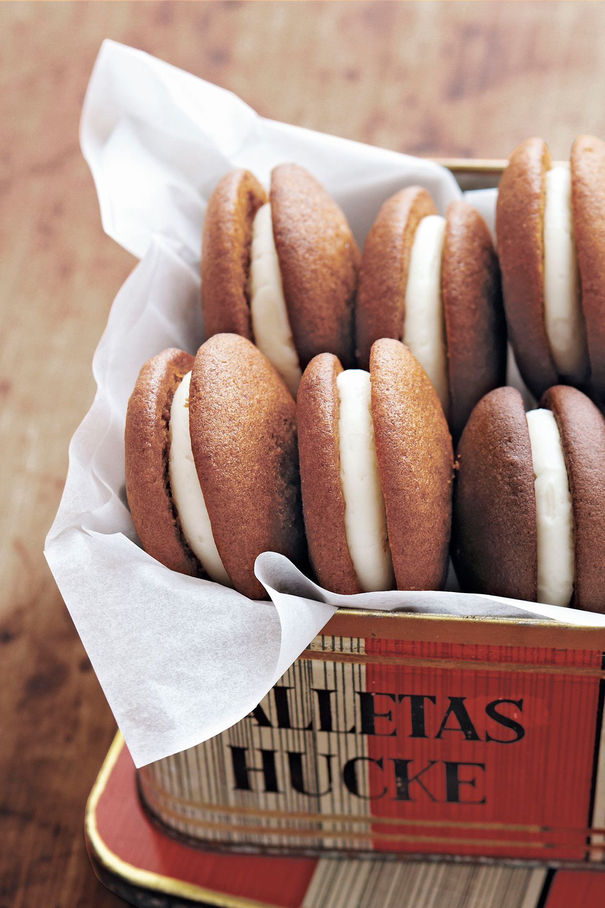 pumpkin whoopie pies with maple spice filling
