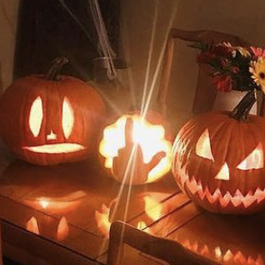 aubrey plaza pumpkins