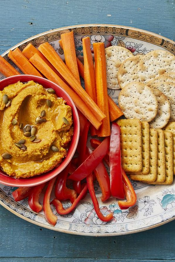 easy roasted garlic and pumpkin hummus with pepper slices, carrots and crackers