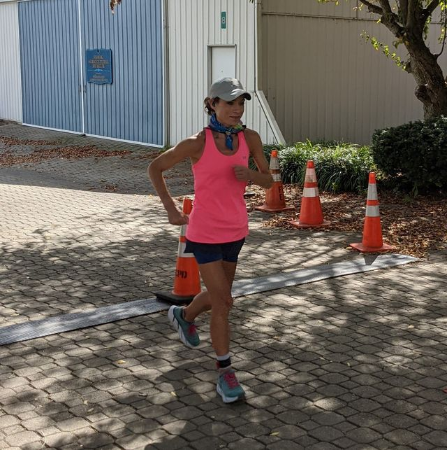 marisa lizak running during her american women's record 48 hour run at three days at the fair
