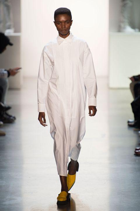 White, Fashion, Fashion show, Runway, Clothing, Fashion design, Human, Fashion model, Outerwear, Event,