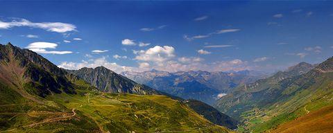 Mountainous landforms, Mountain, Highland, Mountain range, Sky, Nature, Hill station, Ridge, Natural landscape, Alps,