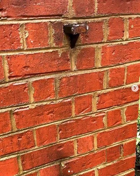 巨石強森趕上班「徒手撕裂大鐵門」嚇傻維修人員!萊恩雷諾斯1句話神回覆讓網友笑瘋