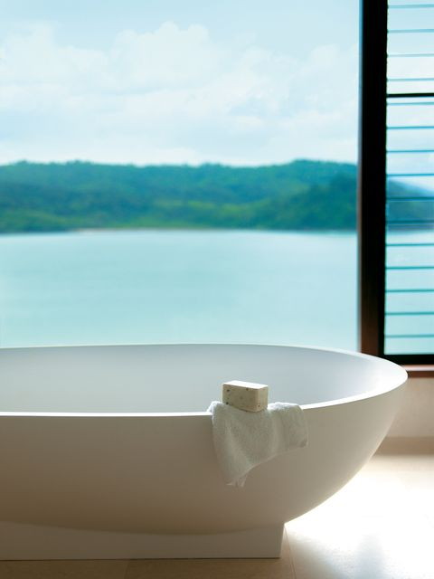 Bathtub, Blue, Property, Daytime, Bathroom, Room, Sky, Azure, Architecture, Interior design,