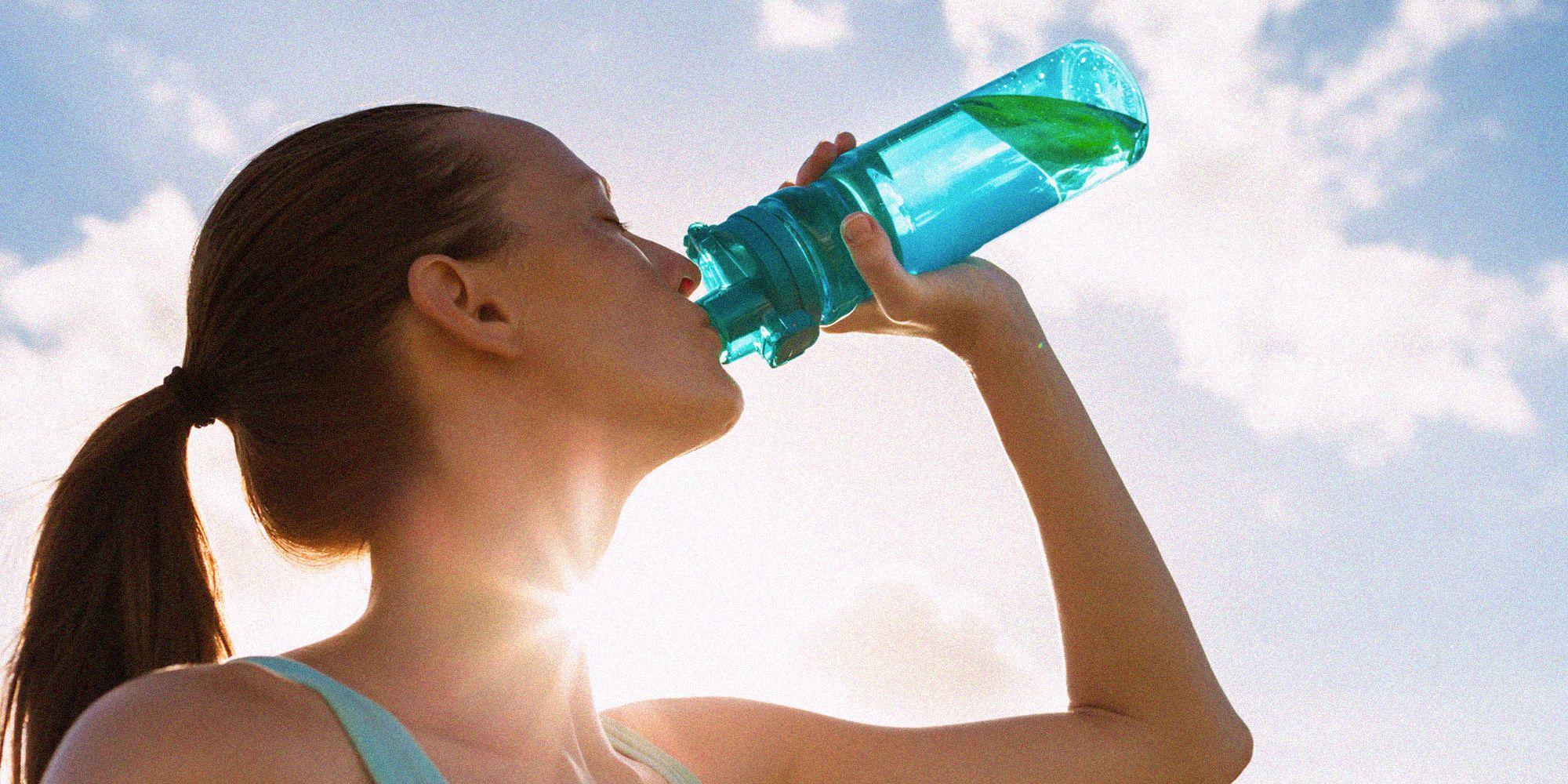 come sapere quanta acqua dovrei bere per perdere peso