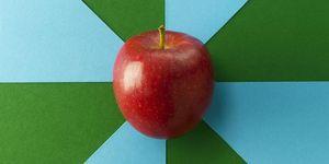 Sai quante calorie ha una mela? Te lo diciamo noi e scopri anche quante ne puoi mangiare ogni giorno per avere il massimo dei benefici