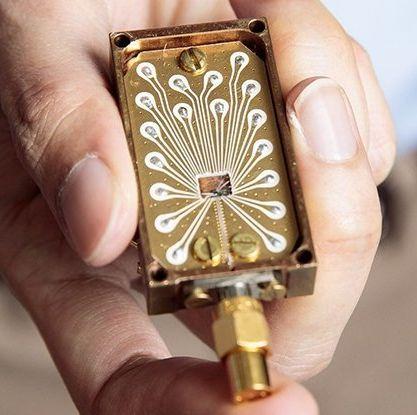Finger, Brass, Hand, Fashion accessory, Nail, Jewellery, Metal, Watch,