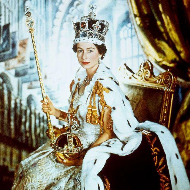 英國女王禮服上有「蔥」?!皇室裁縫師講述女王伊莉莎白二世加冕禮服幕後秘辛